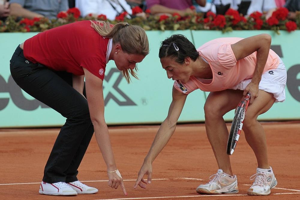 Roland Garros 2011 – Francesca arriva a un passo dal bis parigino. Gioca un torneo fantastico e sfida Na Li per il titolo. Nel tie-break del secondo set, la giudice di sedia Louise Engzell si inventa un segno fasullo e manda in tilt una Schiavone che stava entrando prepotentemente in partita.