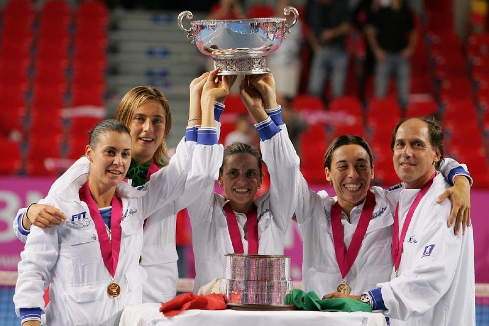 Charleroi 2006 – Il primo trionfo in Fed Cup arriva in Belgio, grazie al ritiro di Justine Henin durante il doppio di spareggio. Francesca era in campo nel momento decisivo, insieme a Roberta Vinci. Il giorno prima aveva battuto la Flipkens, ma soprattutto aveva sconfitto la n.1 WTA Amelie Mauresmo nella semifinale di Nancy.