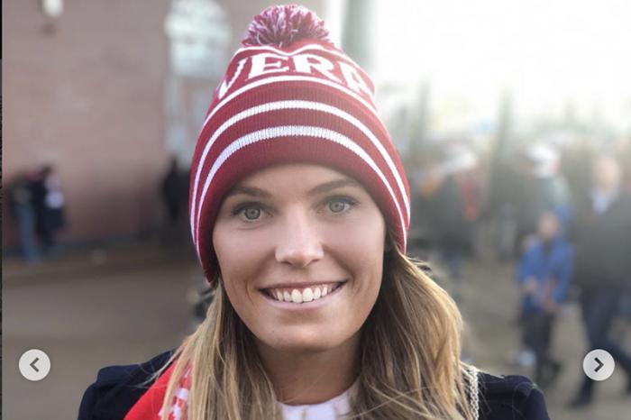 Caroline in versione tifosa del Liverpool