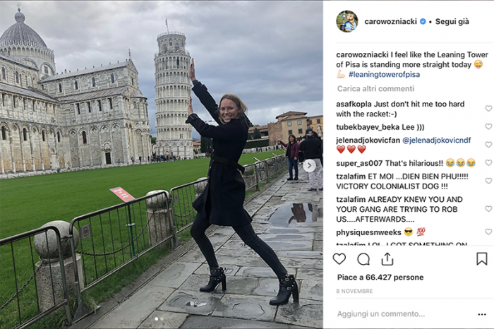 Non preoccuparti, Caroline: la Torre di Pisa non cade (anzi, si sta pure raddrizzando...)