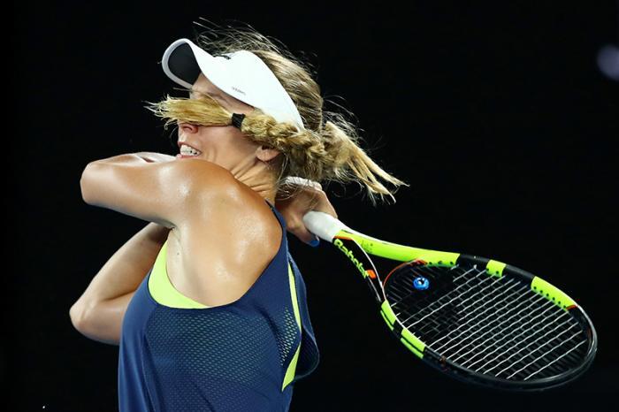 Quando si dice colpire a occhi chiusi, vero Caroline Wozniacki?